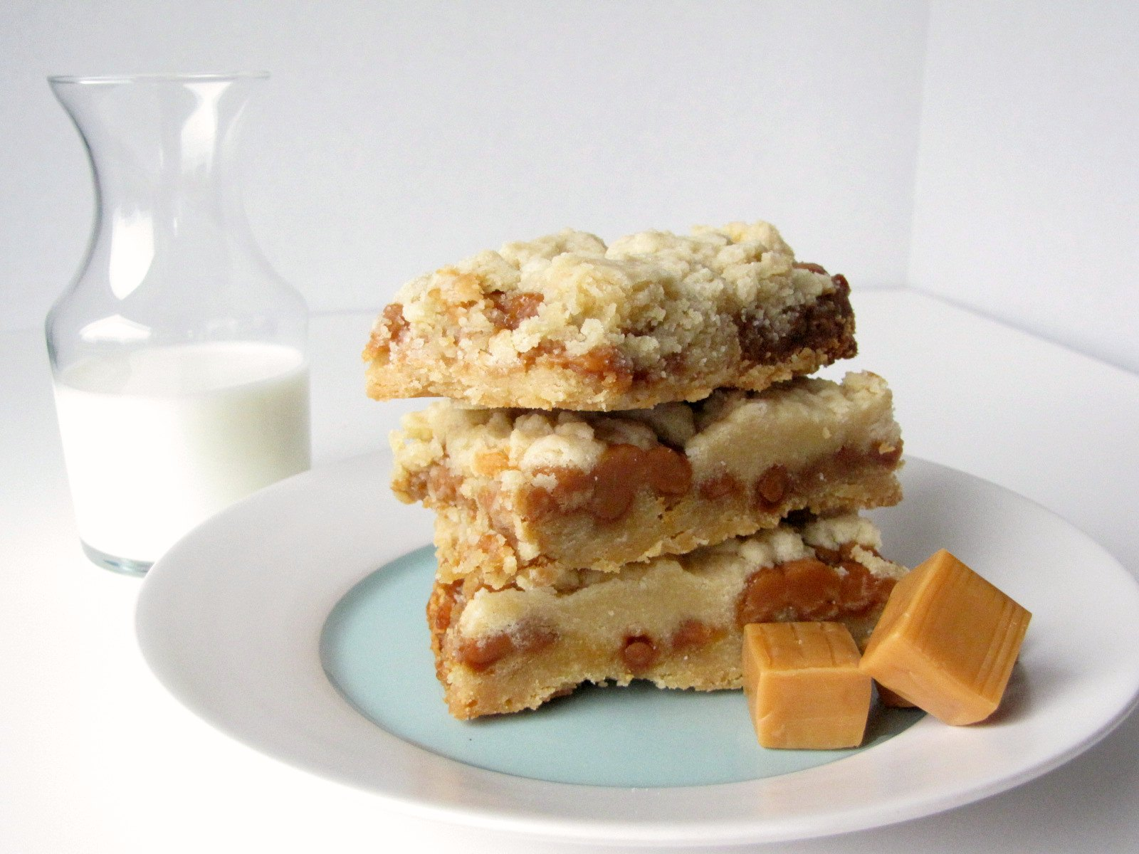 Slow Cooker Salted Caramel Cookie Bars