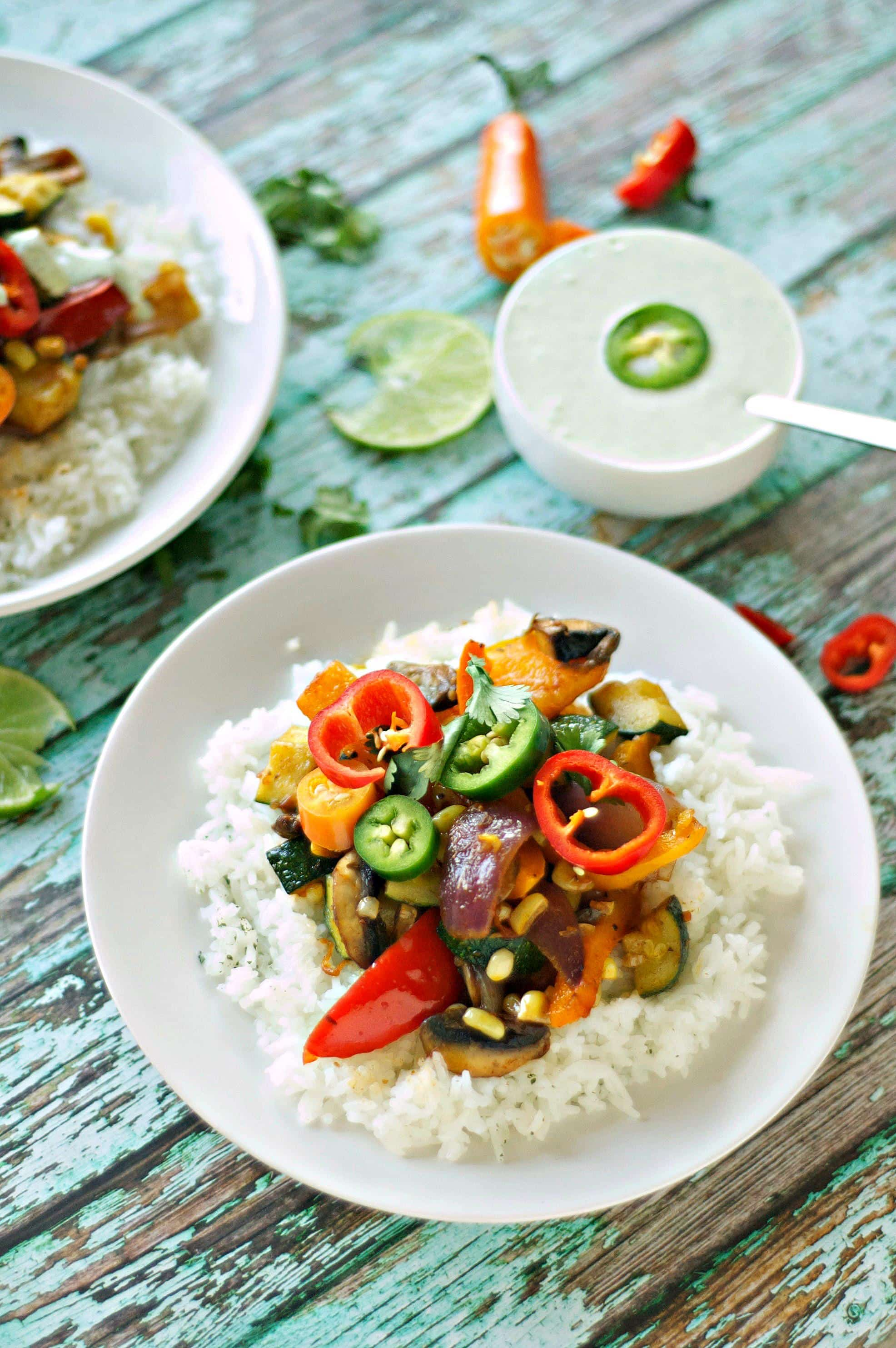 Quick Dinners in Under 30! Veggie Fajita Bowls with Zesty Lime Ranch