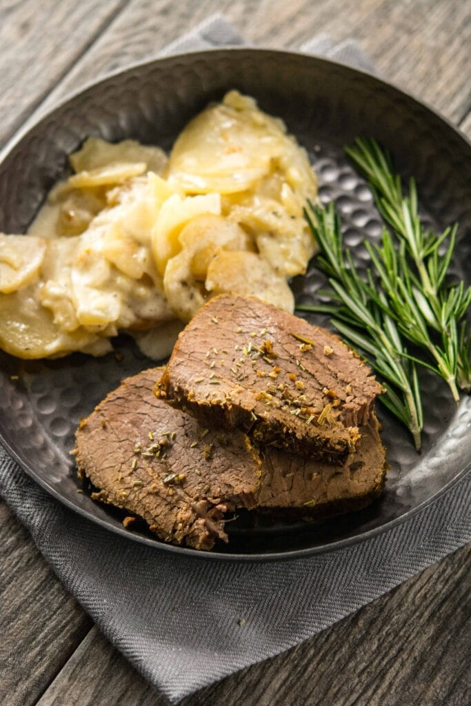 Slow Cooker Rosemary Roast Beef
